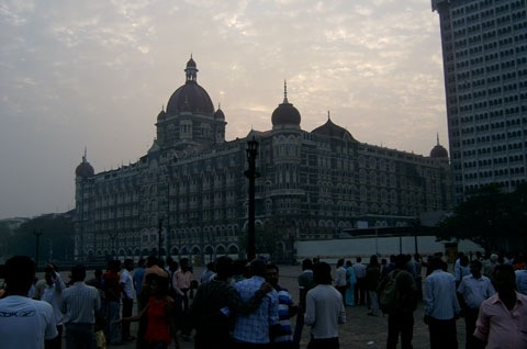 Taj-with-Crowd